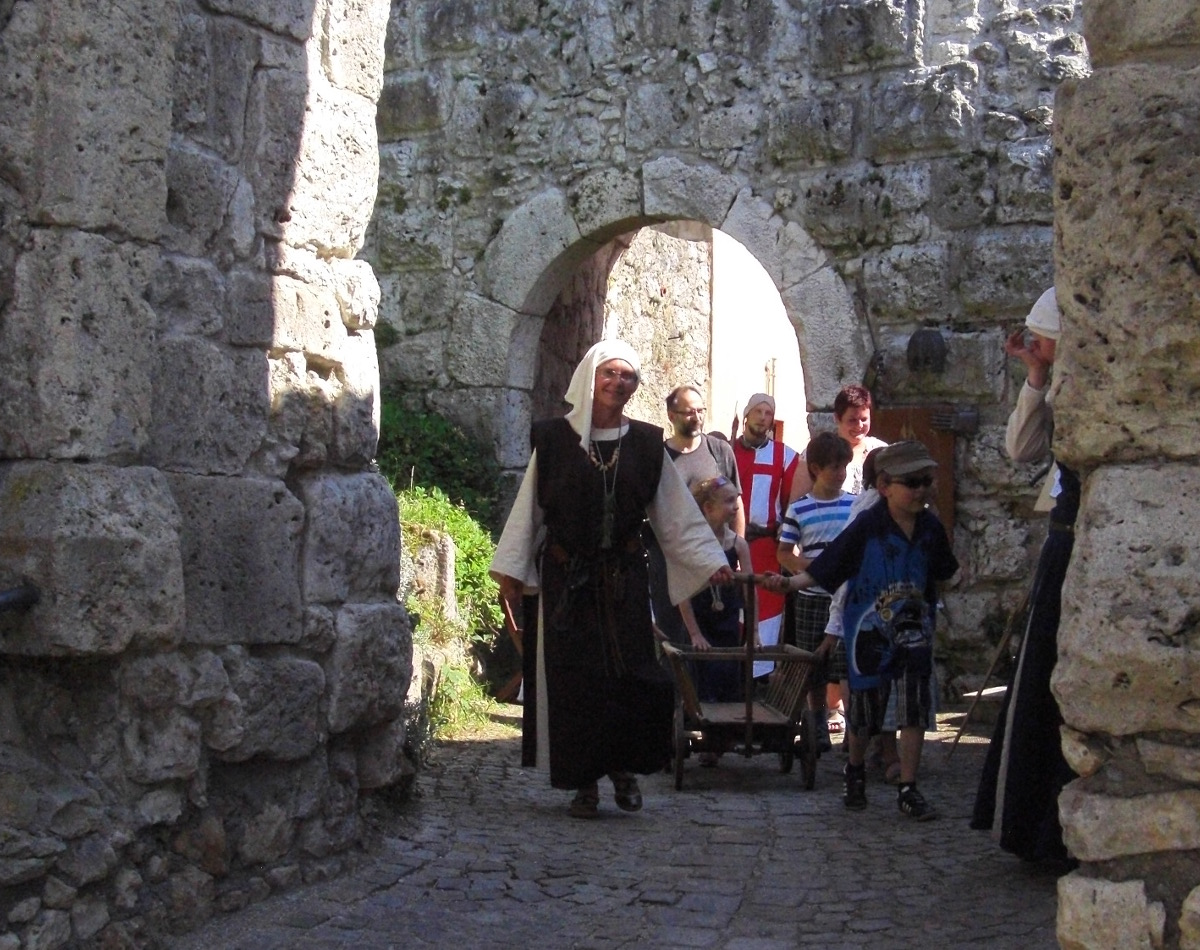 """Führung """"Ausgesperrt - auf Entdeckungsreise quer durch den Markt Laaber hinauf zur Burg"""""""
